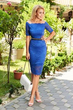 Kék StarShinerS alkalmi midi szűk szabás ruha csipkéből béléssel övvel