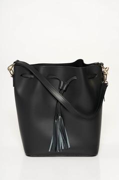 Fekete casual bőr táska bojtos