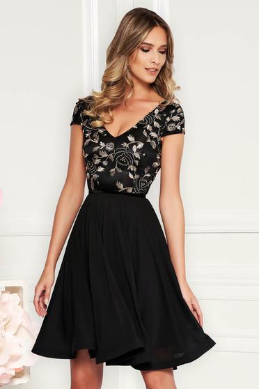 767bab6035 Fekete StarShinerS ruha alkalmi harang fátyol hímzett betétekkel belső  béléssel
