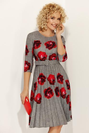 Szürke Fofy elegáns rakott harang ruha virágmintás díszítéssel övvel ellátva