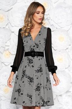 Fekete elegáns midi harang ruha enyhén rugalmas anyag belső béléssel öv típusú kiegészítővel