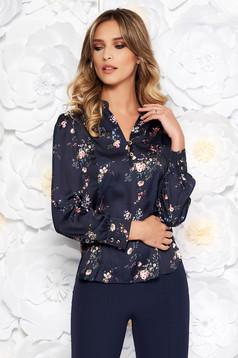 Sötétkék elegáns bő szabású női ing szatén anyagból virágmintás díszítéssel