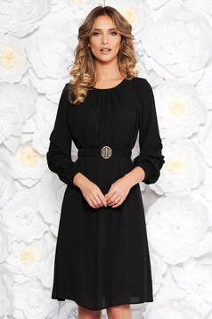 Fekete LaDonna elegáns bő szabású ruha fátyol belső béléssel övvel ellátva