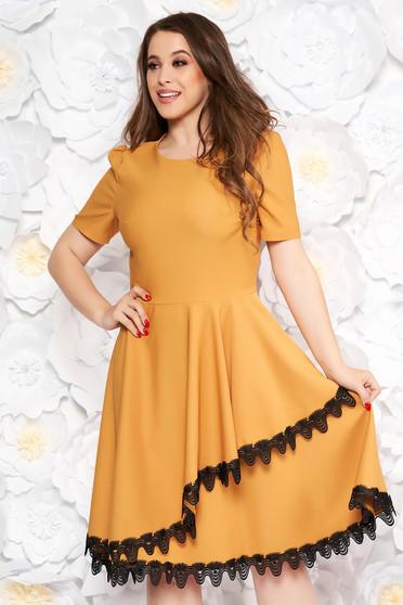34076c0b56 Mustar elegáns midi harang ruha vékony, rugalmas szövet csipke díszítéssel  fodros