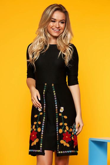 Fekete SunShine hétköznapi a-vonalú ruha enyhén rugalmas anyag hímzett betétekkel