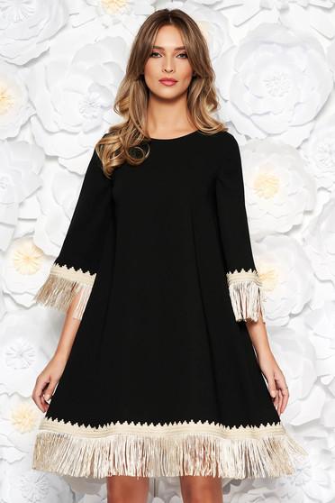 Fekete LaDonna elegáns bő szabású ruha rugalmatlan szövet rojtos 3/4-es ujjakkal