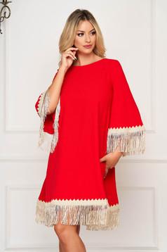 Piros elegáns bő szabású rojtos ruha rugalmatlan szövetből 3/4-es ujjakkal