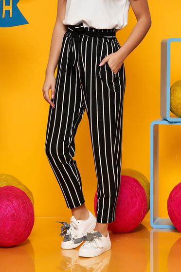 Fekete casual magas derekú csíkos nadrág vékony anyagból és övvel