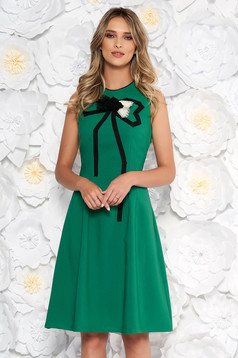Zöld Artista elegáns harang ruha enyhén rugalmas anyagból kézzel varrott díszítésekk