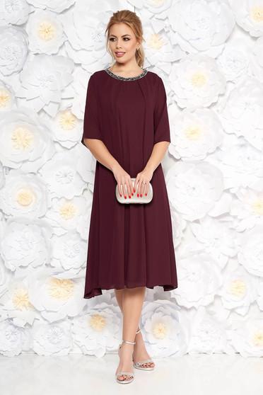 Lila alkalmi bő szabású ruha lenge anyagból belső béléssel csillogó kiegészítők