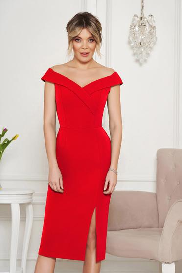 Piros StarShinerS alkalmi szűk szabású ejtett vállú ruha v-dekoltázzsal