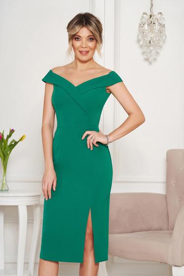 Zöld StarShinerS alkalmi ruha szűk szabás v-dekoltázzsal a vállakon