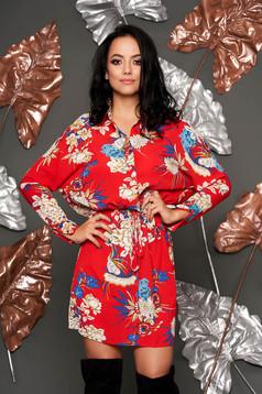 Piros hétköznapi derékban zsinóros harang ruha hosszú ujjakkal virágmintás díszítéssel vékony anyagból