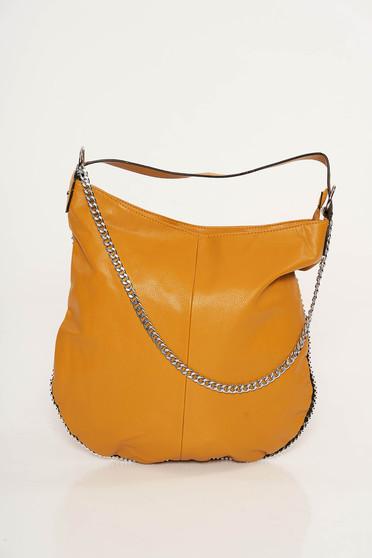 Mustar casual táska műbőrből fém lánccal van ellátva