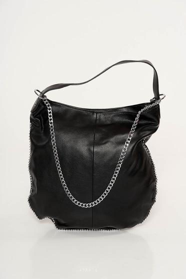 Fekete casual táska műbőrből fém lánccal van ellátva