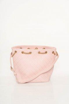 Rózsaszínű casual táska műbőr fém lánccal van ellátva