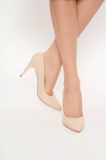 Bézs irodai cipő stiletto enyhén hegyes orral