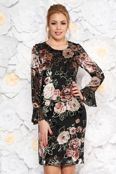 Hosszú ujjú fekete ruha virágmintás díszítéssel