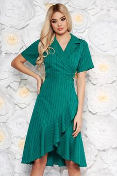 Zöld hétköznapi rövid ujjú ruha fodrok a ruha alján v-dekoltázzsal
