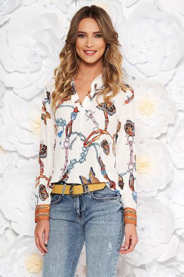 Fehér elegáns bő szabású női ing v-dekoltázzsal lenge anyagból grafikai díszítéssel