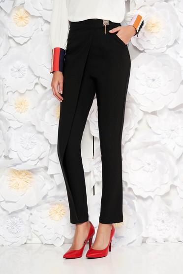 5a2439dd55 Fekete PrettyGirl elegáns magas derekú nadrág enyhén elasztikus szövetből  fémes kiegészítő
