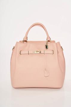 Világos rózsaszín irodai táska fémes kiegészítő
