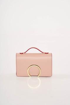 Rózsaszínű alkalmi bőr táska fémes kiegészítő