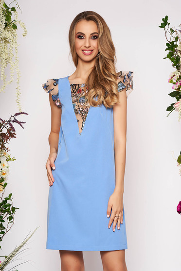 Kék StarShinerS elegáns rövid egyenes ruha pillangó típusú ujjakkal flitteres díszítéssel