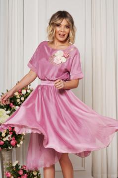 Rózsaszínű StarShinerS derékban rugalmas alkalmi harang ruha övvel ellátva