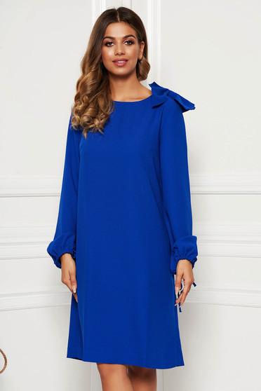 Kék elegáns bő szabású ruha hosszú ujjakkal masni díszítéssel