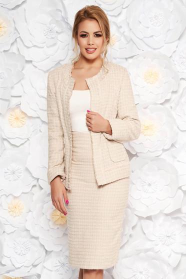 Krém irodai női kosztüm karcsusított szabás nem rugalmas anyag belső béléssel