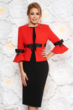Piros LaDonna elegáns női kosztüm szövettel harang ujjakkal
