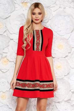 Piros elegáns midi harang ruha rugalmas anyag háromnegyedes ujjú