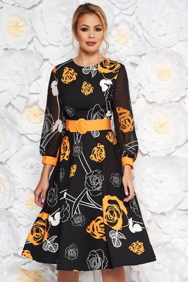 Fekete PrettyGirl elegáns midi harang ruha sárga virágokkal enyhén rugalmas szövet fátyol újjakkal öv típusú kiegészítővel