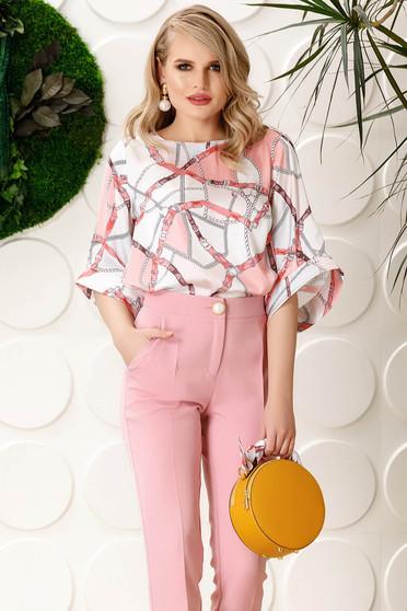 Rózsaszínű PrettyGirl elegáns bő szabású női blúz harang ujjakkal szatén anyagból grafikai mintával
