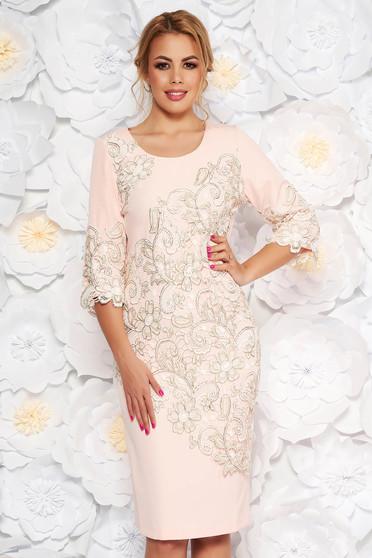 Rózsaszínű alkalmi midi ruha szűk szabás enyhén elasztikus szövet csipkés átfedés
