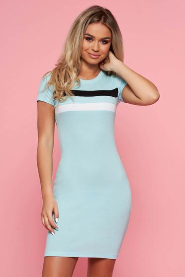 Világoskék SunShine casual ruha szűk szabással rövid ujjakkal