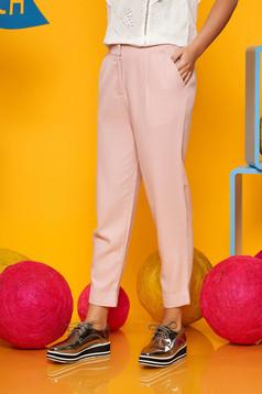 Rózsaszínű casual nadrág szellős, lenge, anyagból zsebekel