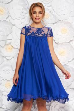 Kék bő szabású alkalmi ruha hímzett betétekkel muszlinból béléssel