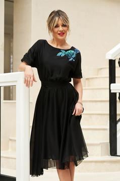 Fekete StarShinerS derékban rugalmas alkalmi harang ruha övvel ellátva