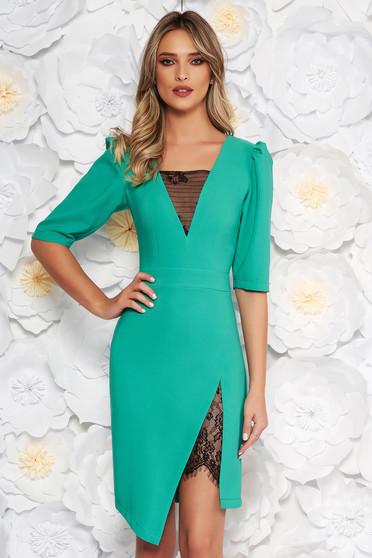 Zöld LaDonna elegáns ruha szűk szabás v-dekoltázzsal csipke díszítéssel