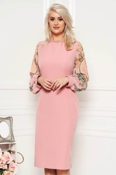 1dacd04a0a Rózsaszínű alkalmi ruha szűk szabással gyöngyös díszítéssel átlátszó  ujjakkal