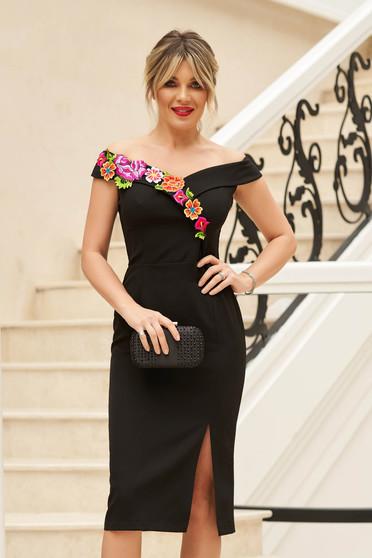 Fekete StarShinerS elegáns midi ruha szűk szabással váll nélküli fazon kézileg varrott hímzéssel