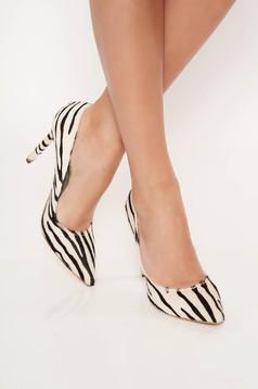 Fehér cipő enyhén hegyes orral állatmintás