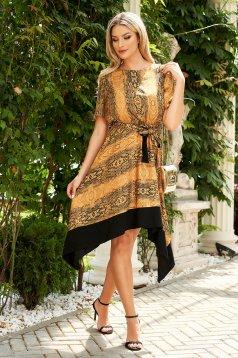 Mustársárga aszimetrikus gumírozott derekú rövid ujjú harang ruha övvel