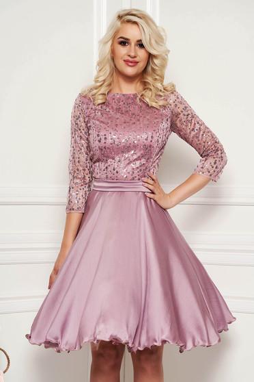 Rózsaszínű alkalmi harang ruha átlátszó ujj csipkés anyag flitteres díszítés