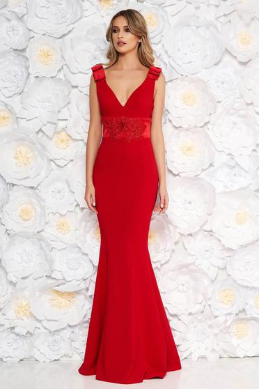 Piros alkalmi hosszú szirén tipusú ruha enyhén rugalmas szövet masnikkal van ellátva csipke díszítéssel