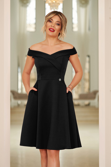 Fekete StarShinerS alkalmi elegáns harang ruha dekoltált váll nélküli vékony, rugalmas szövet