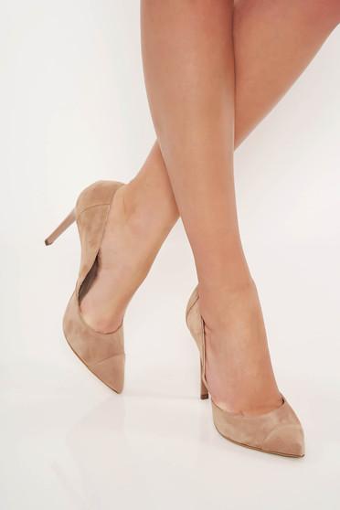 Krém elegáns fordított bőr felsőrész cipő enyhén hegyes orral