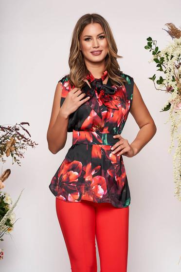 Piros PrettyGirl elegáns bő szabású női blúz szatén anyagból virágmintás díszítéssel övvel ellátva
